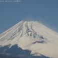 北風に煽られる富士山