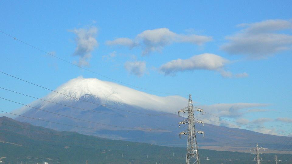雲を被った富士