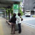 バスを待つひと