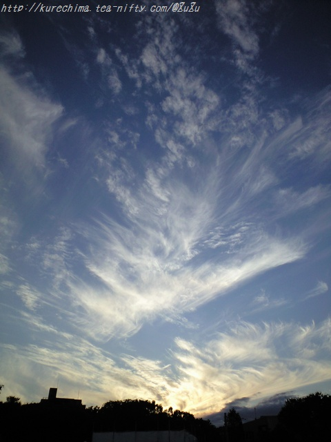 夕暮れ時の筋雲